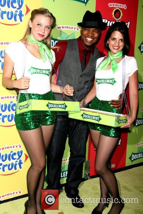 Ne-yo and The Wrigley's Girls 4