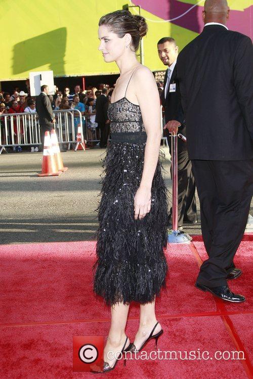Amanda Peet and The X Files 7