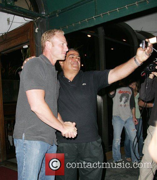 Yaya Mohamed takes his photo with Ian Ziering...