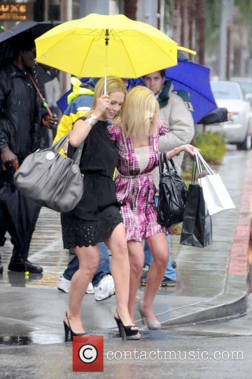 Jennie Garth and Tori Spelling 5