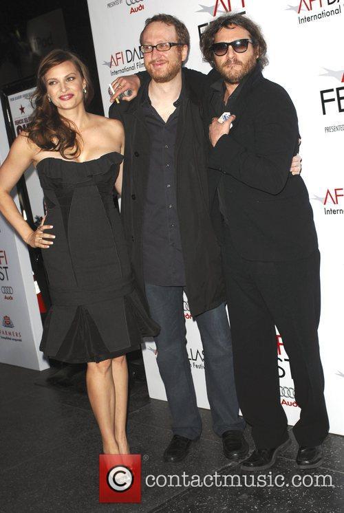 Joaquin Phoenix and Vinessa Shaw 6