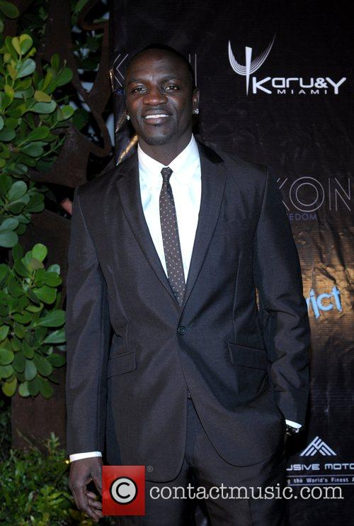 Akon 18