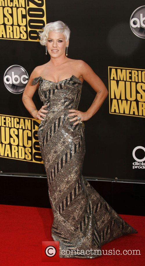 Pink aka Alicia Moore 2008 American Music Awardsheld...