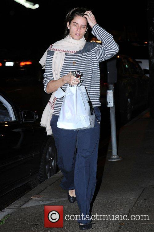 Amanda Peet, Wearing No Makeup and Carrying Her Dinner From Joan's On Third 1