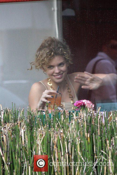 AnnaLynne McCord having lunch with her girlfriend at...
