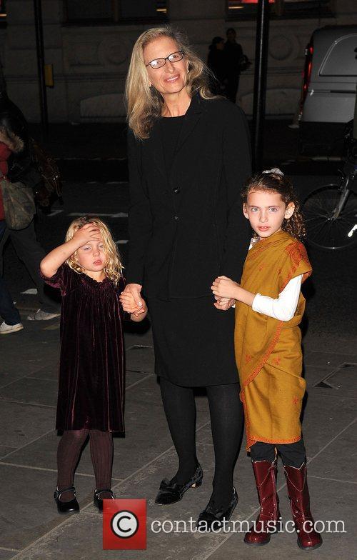 Annie Leibovitz with her children Annie Leibovitz: A...