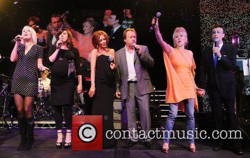 Valeriya, Bee Gees, Natasha Hamilton and Robin Gibb 4