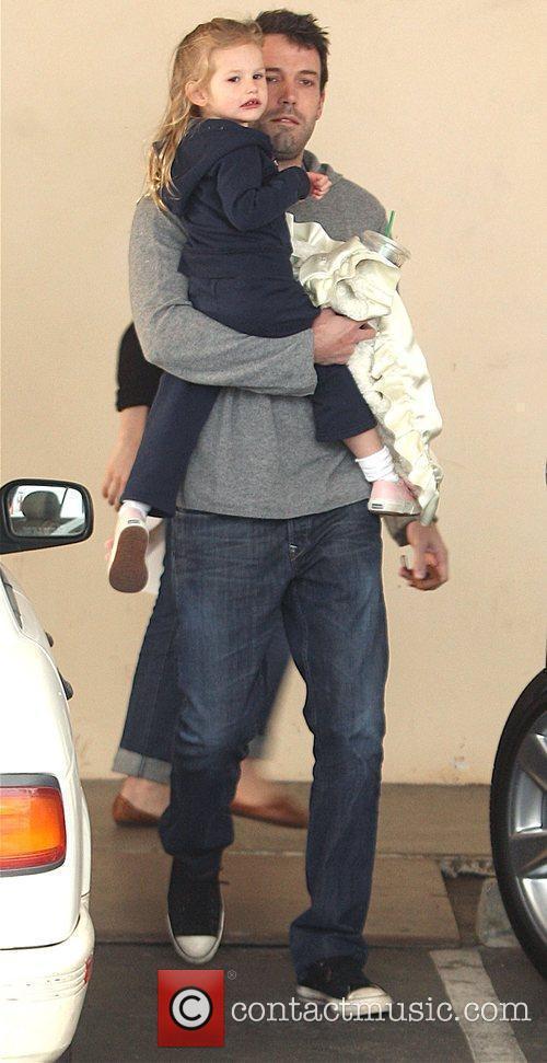 Picks daughter Violet Affleck up from school