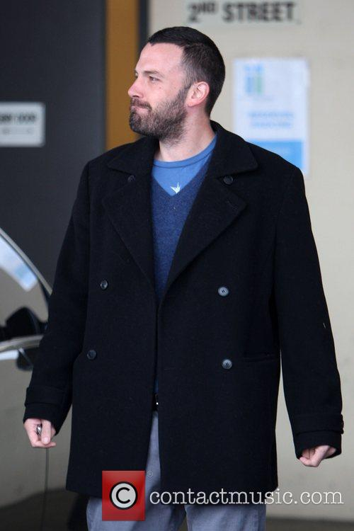 Ben Affleck drops off his wife and daughter...