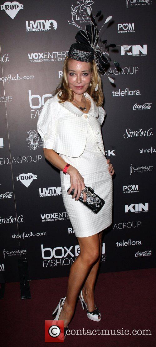 Lorielle New Box Eight 2009 Fashion week closing...