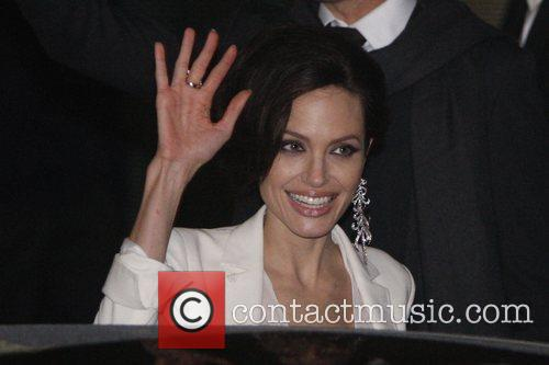 angelina jolie casual clothes. picture of angelina jolie