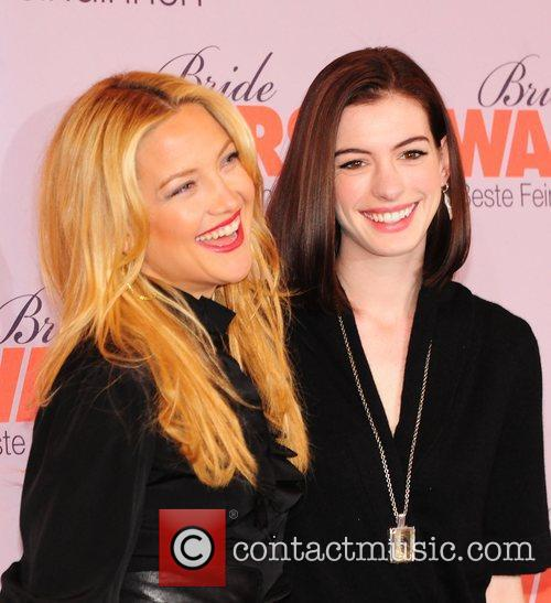 Kate Hudson and Anne Hathaway 3