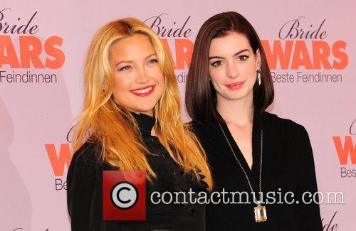 Kate Hudson and Anne Hathaway 5