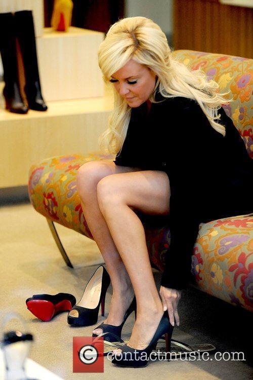 Bridget Marquardt  tries out high heels shoes...