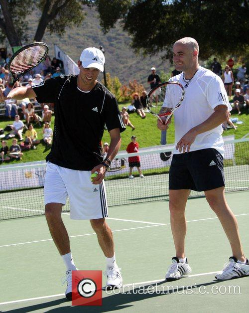 Mike Bryan and Andre Agassi All-Star Tennis Smash...