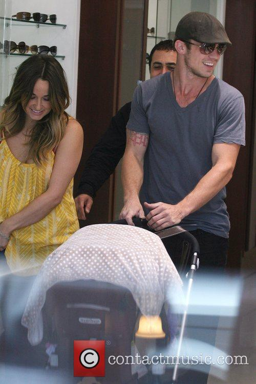 'Twilight' hunk and new father Cam Gigandet shopping...