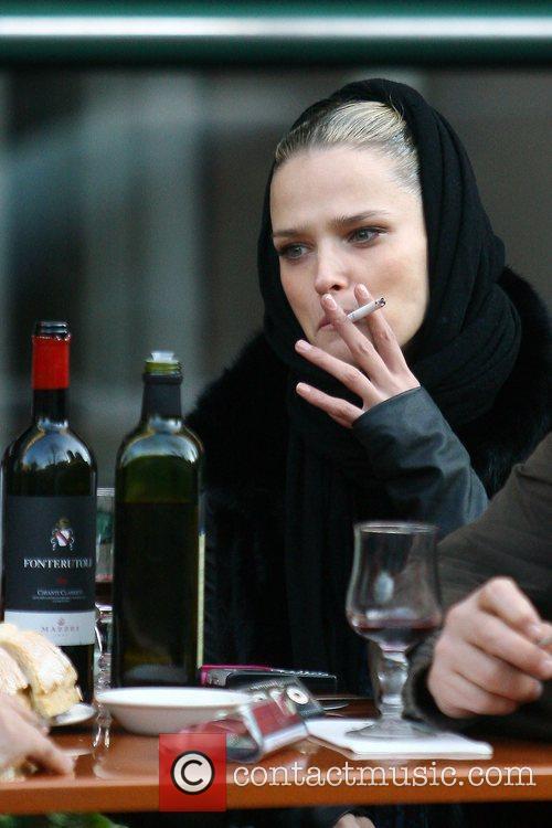 Estonian model Carmen Kass having dinner with friends...