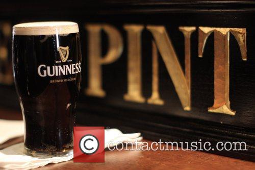 Guinness pint TV host Carson Daly toasts St....