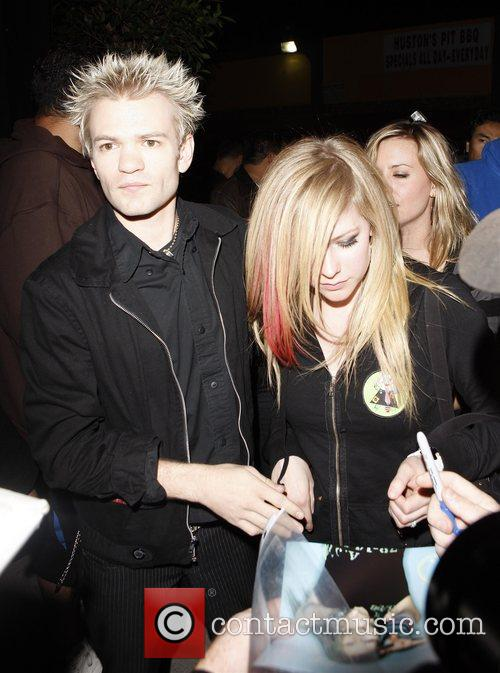 Avril Lavigne and Husband Deryck Whibley 7