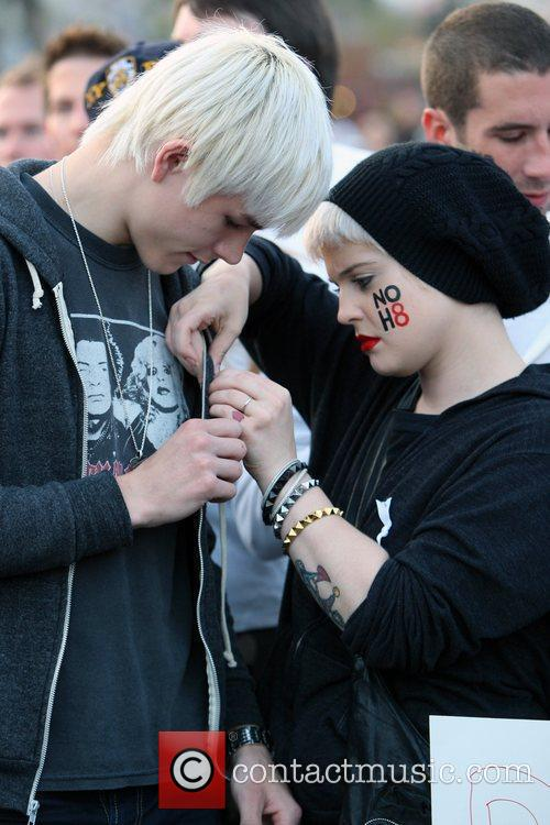 Kelly Osbourne and The Streets 4