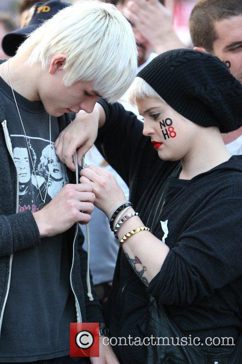 Kelly Osbourne and The Streets 2