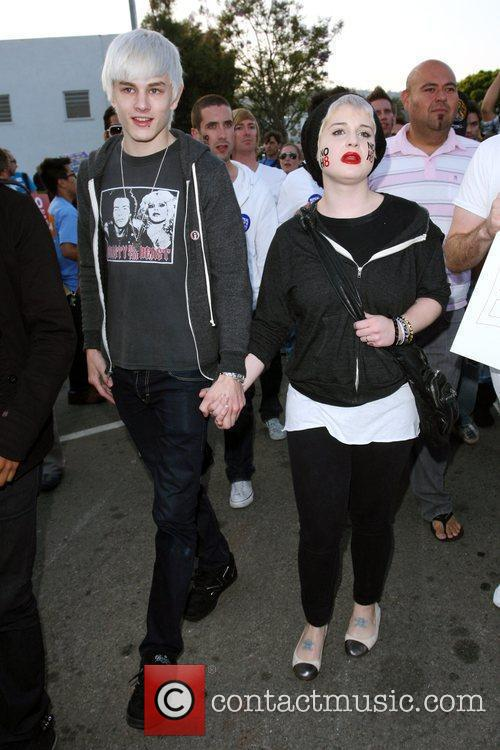 Kelly Osbourne and The Streets 11
