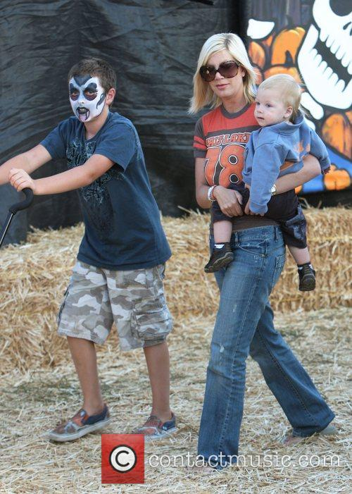Tori Spelling and Family 8