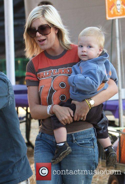 Tori Spelling and Family 6