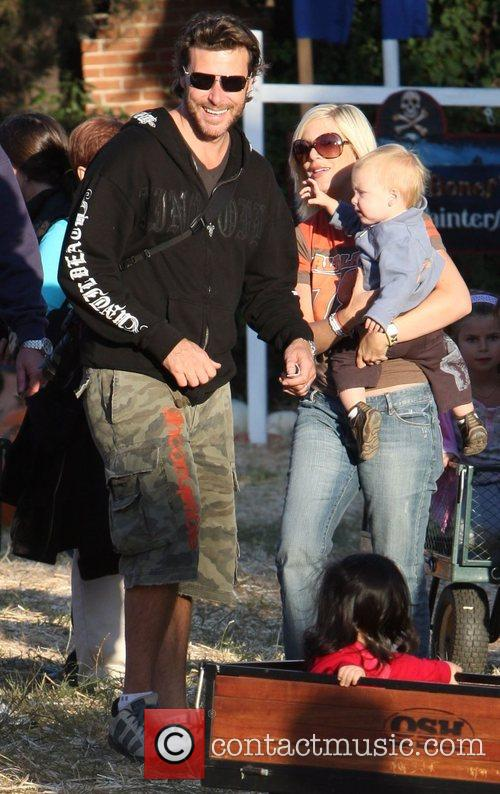 Tori Spelling and Family 5