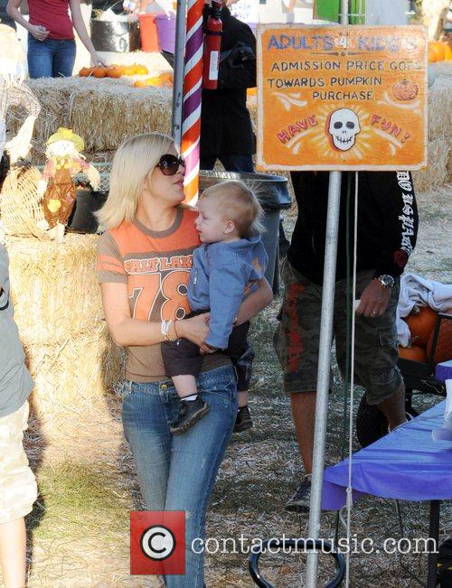 Dean McDermott at Pumpkin Patch in West Hollywood....