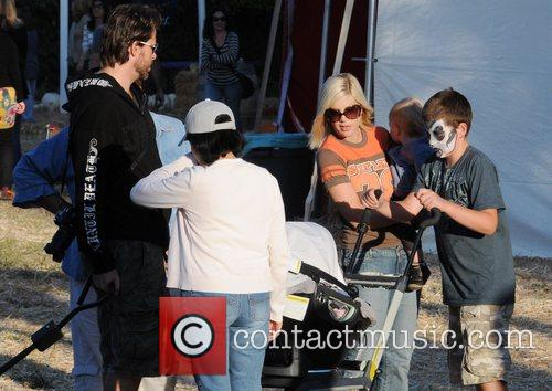 Tori Spelling and Dean McDermott with their son Liam at Pumpkin Patch in West Hollywood. 3