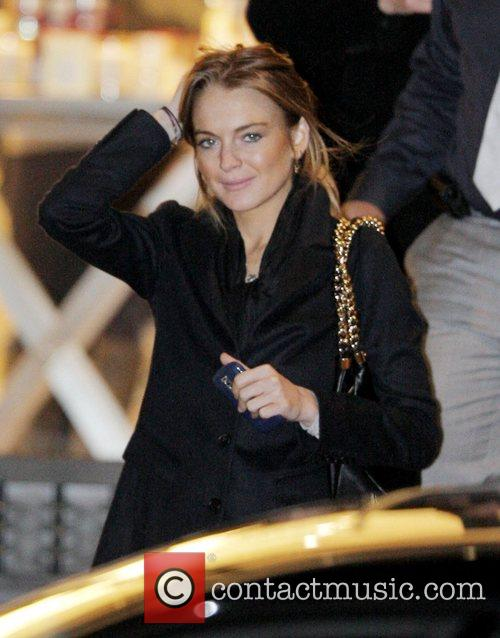 Lindsay Lohan does some last minute Christmas shopping...