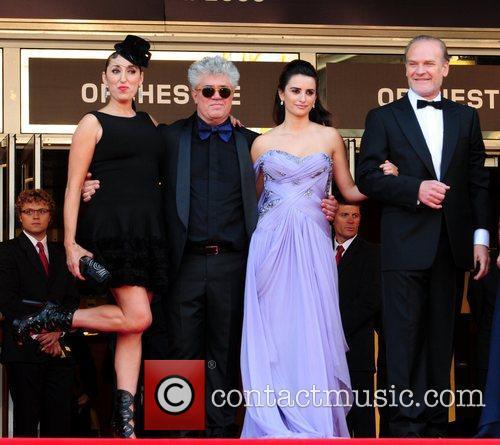 Rossy De Palma, Pedro Almodovar and Penelope Cruz 6