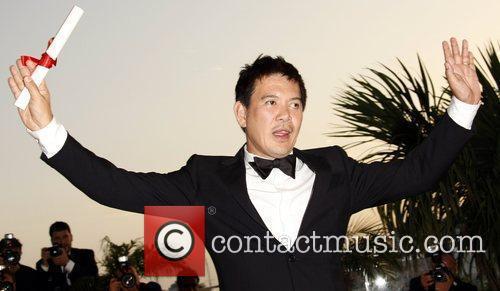 Brillante Mendoza with his Best Director award 2009...