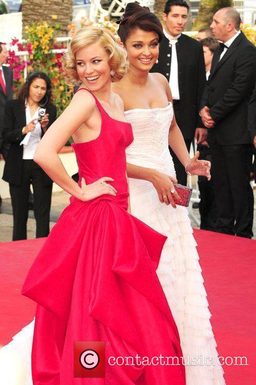 Elizabeth Banks and Aishwarya Rai 7