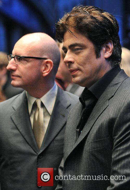 Steven Soderbergh and Benicio Del Toro 7