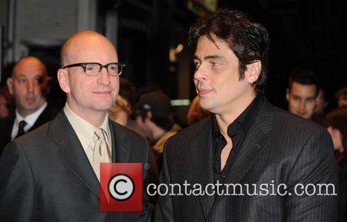 Steven Soderbergh and Benicio Del Toro 9