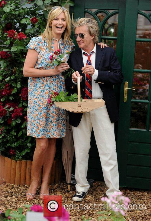 Penny Lancaster and Rod Stewart 9