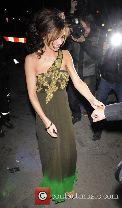 cheryl cole is overwhelmed by the huge number of photographers waiting for her 2145438