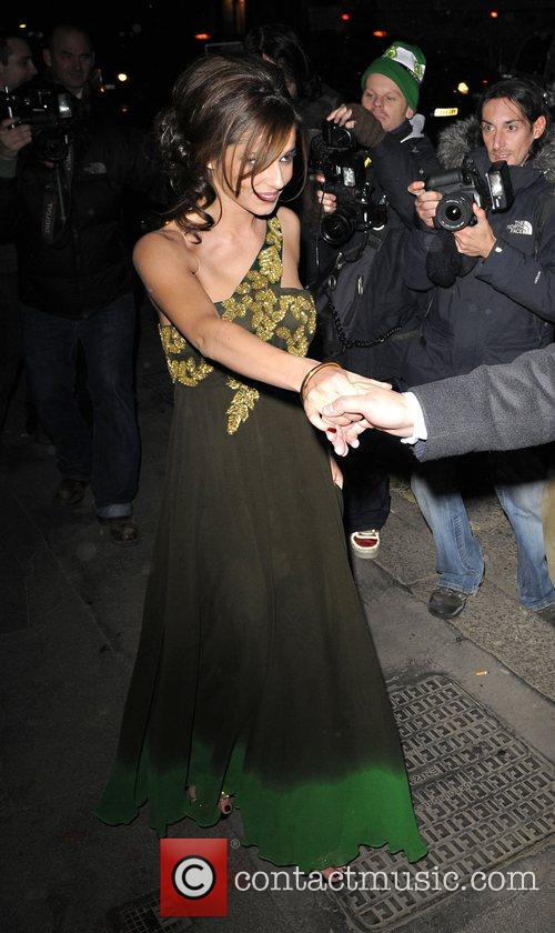 cheryl cole is overwhelmed by the huge number of photographers waiting for her 2145443