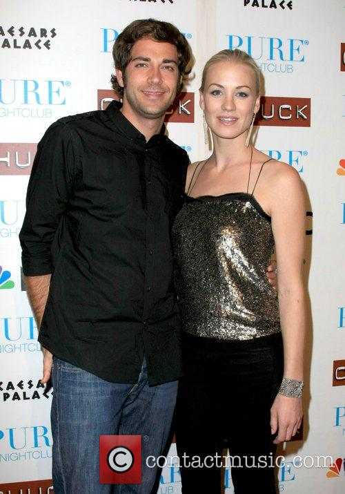 Zachary Levi and Yvonne Strahovski 5