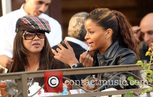 Claudia Jordan grabs a bite to eat with...