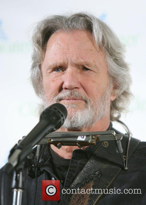 Kris Kristofferson and removed photos 3