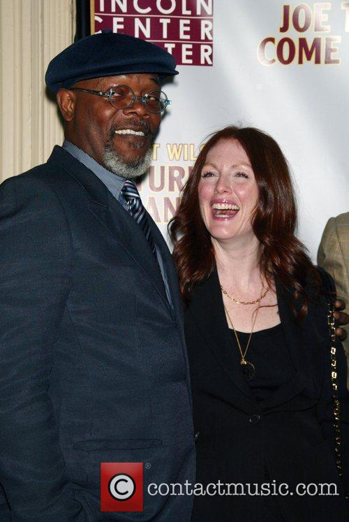 Samuel L Jackson and Julianne Moore 8