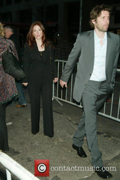 Julianne Moore and her husband Bart Freundlich 5