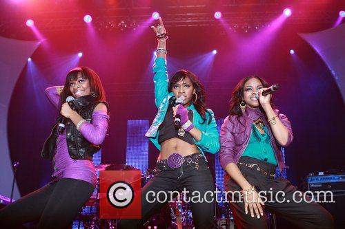 Fortune perform as part of Cosmopolitan magazine's Starlaunch...