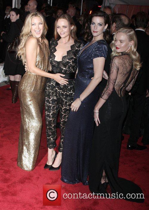 Kate Hudson, Liv Tyler and Stella Mccartney 1