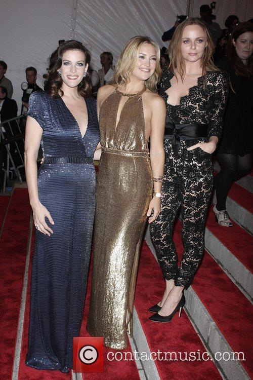 Liv Tyler and Kate Hudson 5