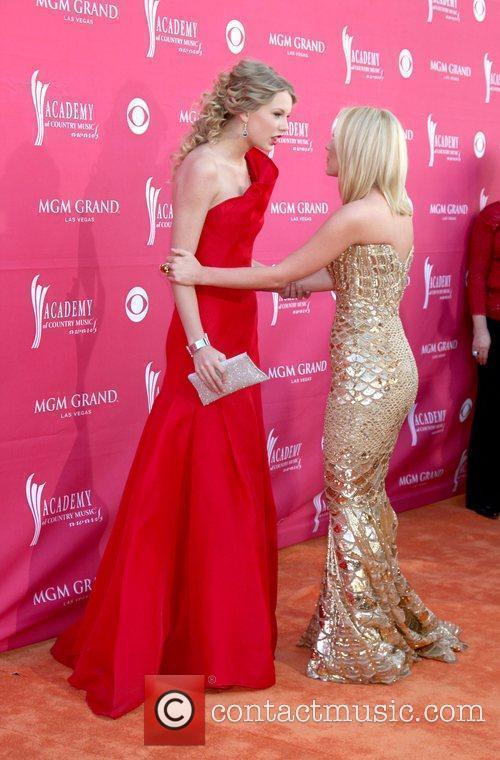 Taylor Swift and Kellie Pickler 3