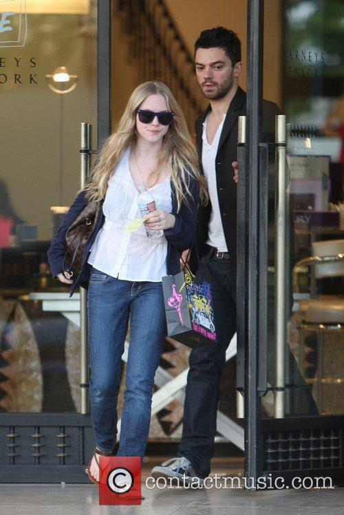 Amanda Seyfried and Dominic Cooper 7